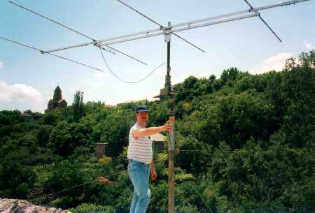 Tjerry, PB0ANX on the roof with the antenna